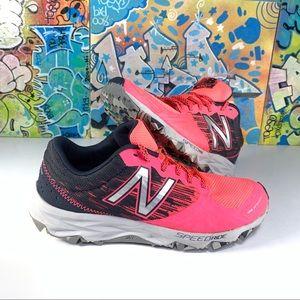 New Balance 690v2 Trail Running Women's Size 8